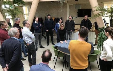 Directeur Petra Boorsma vertelt bezoekers over het Biosintrum.