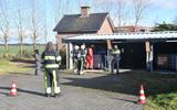 Aan de Brink in Makkinga heeft de politie maandagmorgen een aantal IBC's aangetroffen met daarin dode dieren.