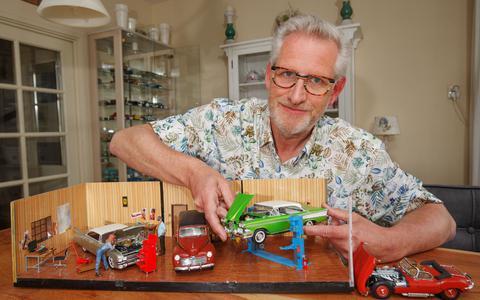Evert van Tellingen bouwt modelauto's.