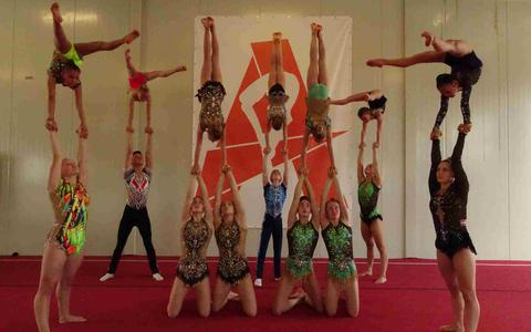 Teams van topsportstichting Acro Academy Noord Nederland.