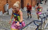 Alienka Huft en Marloes Kremer doen mee aan de feestelijke Beer Lovers Marathon in het Belgische Luik.
