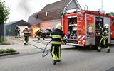 De auto is vermoedelijk door een technisch mankement in brand gevlogen.