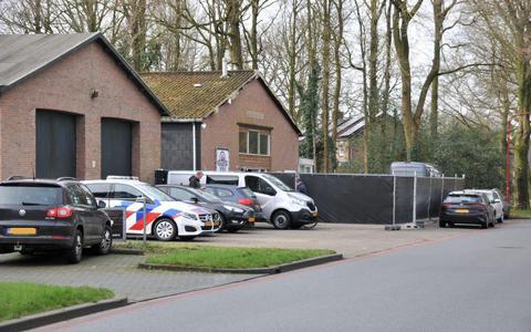 Volgens het Openbaar Ministerie was Kringloophal Oosterwolde het hoofdkantoor van een internationaal opererende bende in wapenhandel.