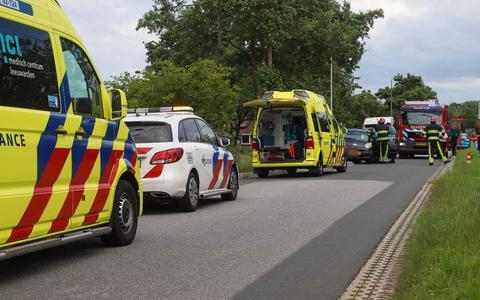 Een bestelbus en een auto raakten met elkaar in botsing