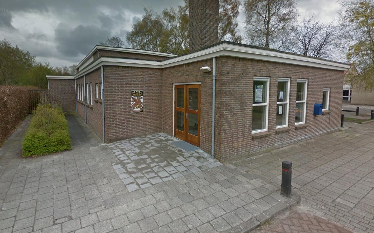 Naast Pro Rege wordt ook de gymzaal (foto) van Donkerbroek gesloopt. Beeld Google Streetview